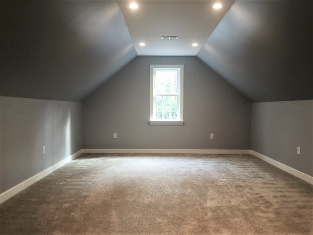 Finished bonus room above garage
