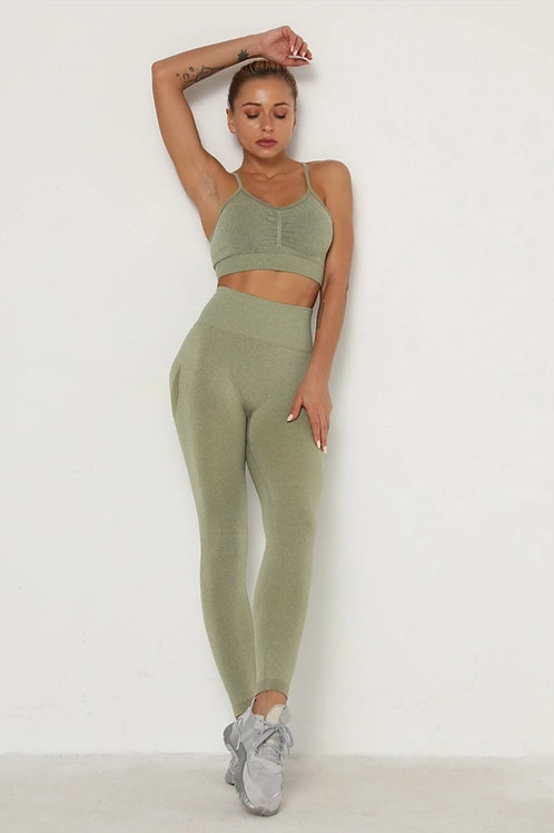 Completo Fitfordivas PUSH UP SCRUNCHY BUM fitness Seamless military green