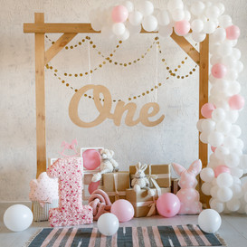 Birthday decorations with wooden arch, g
