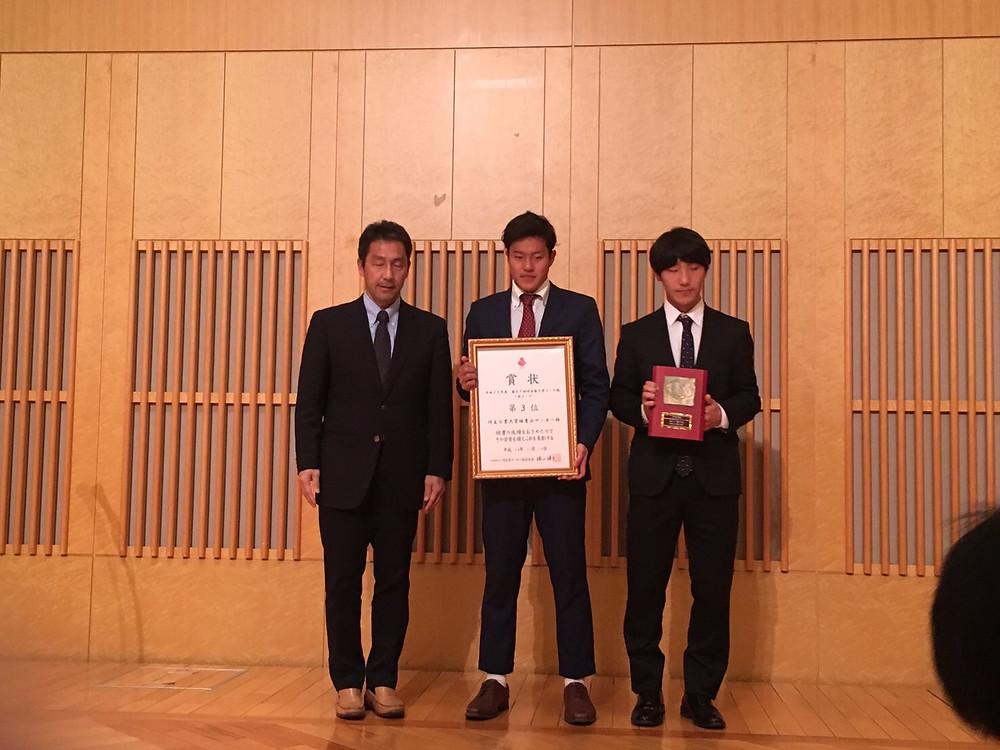 左から竹沢会長・望月主将・市原副主将