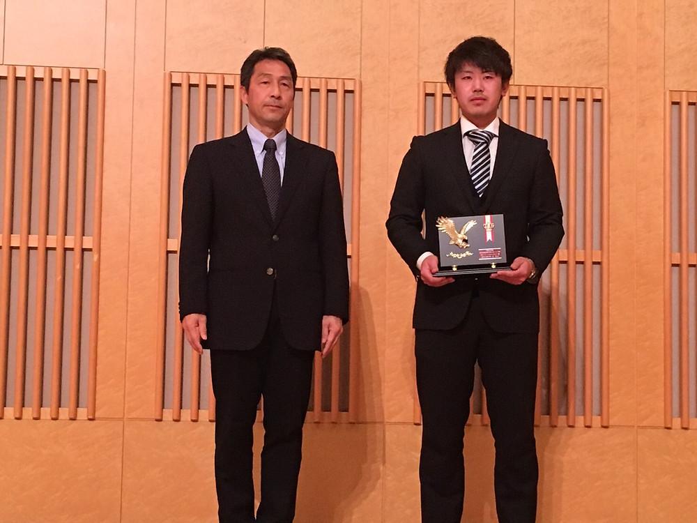 左から竹沢会長・辻 飛天選手