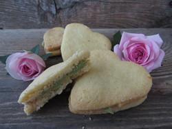 Biscotto cuore di crema con pistacchio