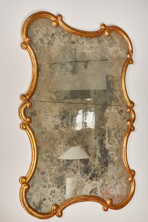 A LARGE AND ELEGANT SCALLOPED 20TH CENTURY MIRROR