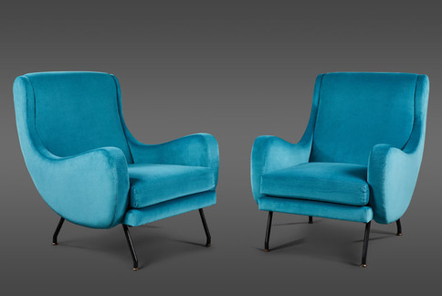 A SCULPTURAL PAIR OF TURQUOISE VELVET ITALIAN LOUNGE CHAIRS