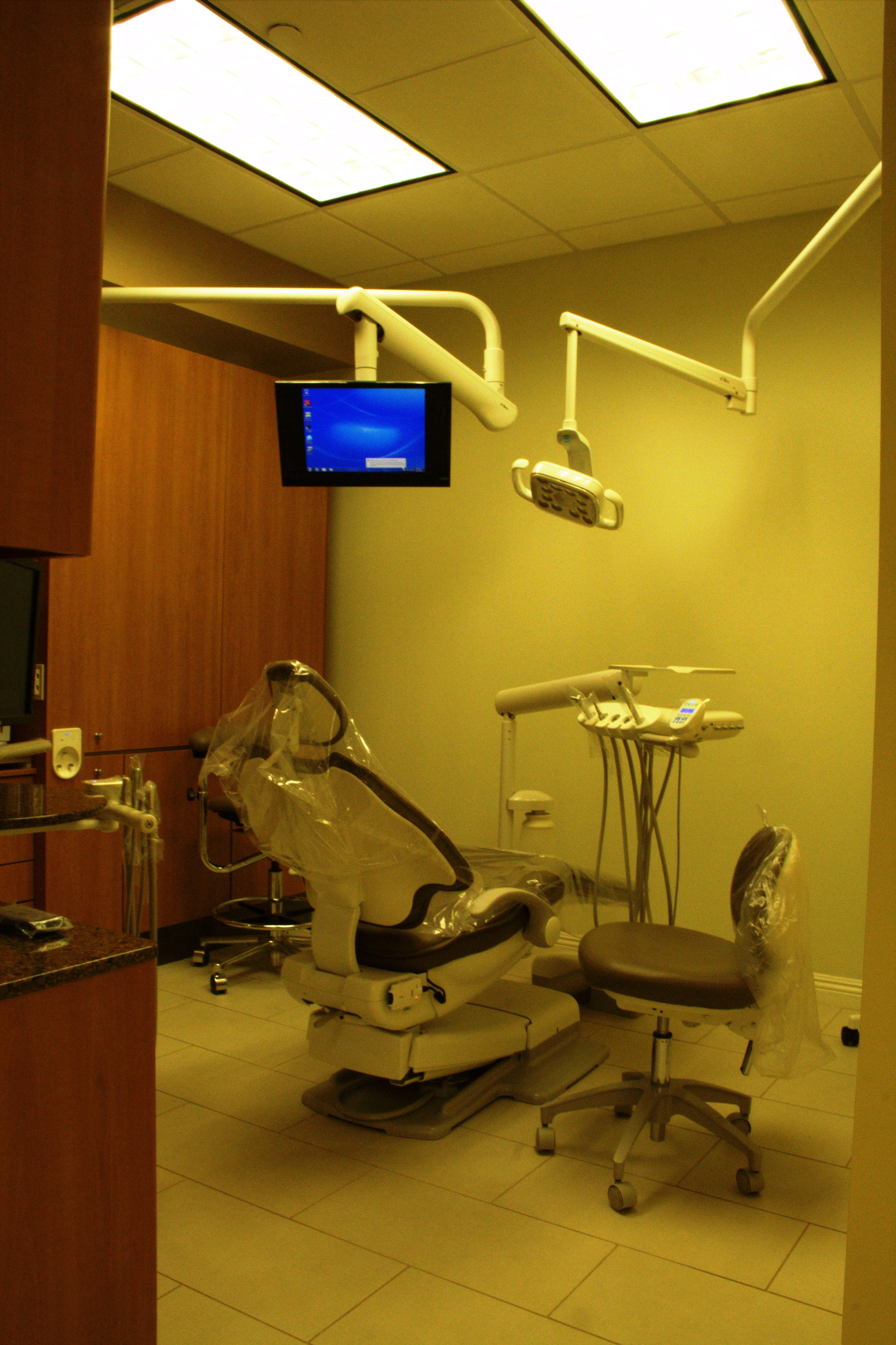 Dental chair and dentistry equipment