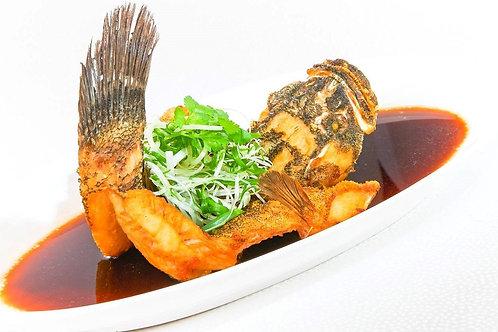 黑金闪烁富有馀 (古法油浸顺壳)  Traditional Deep-Fried Soon Hock Fish