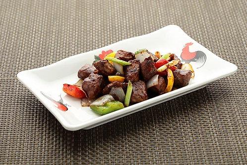 Stir Fried Tenderloin Cube with Black Pepper Sauce 黑椒牛柳粒