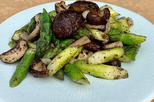 鹅肝酱菇菌芦笋 Asparagus topped with Assrt Fresh Mushroom in Black Truffle Paste (L)