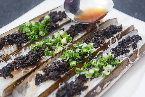 竹报平安节节升(黑蒜蒸竹节蚌)Steamed Bamboo Clam with Black Garlic Sauce
