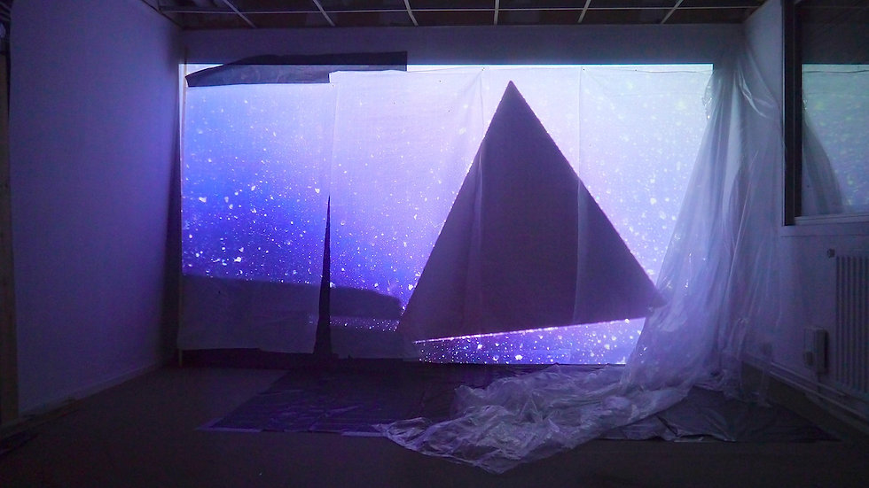 Divine Enfant, installation, visual artiste, artiste plasticienne