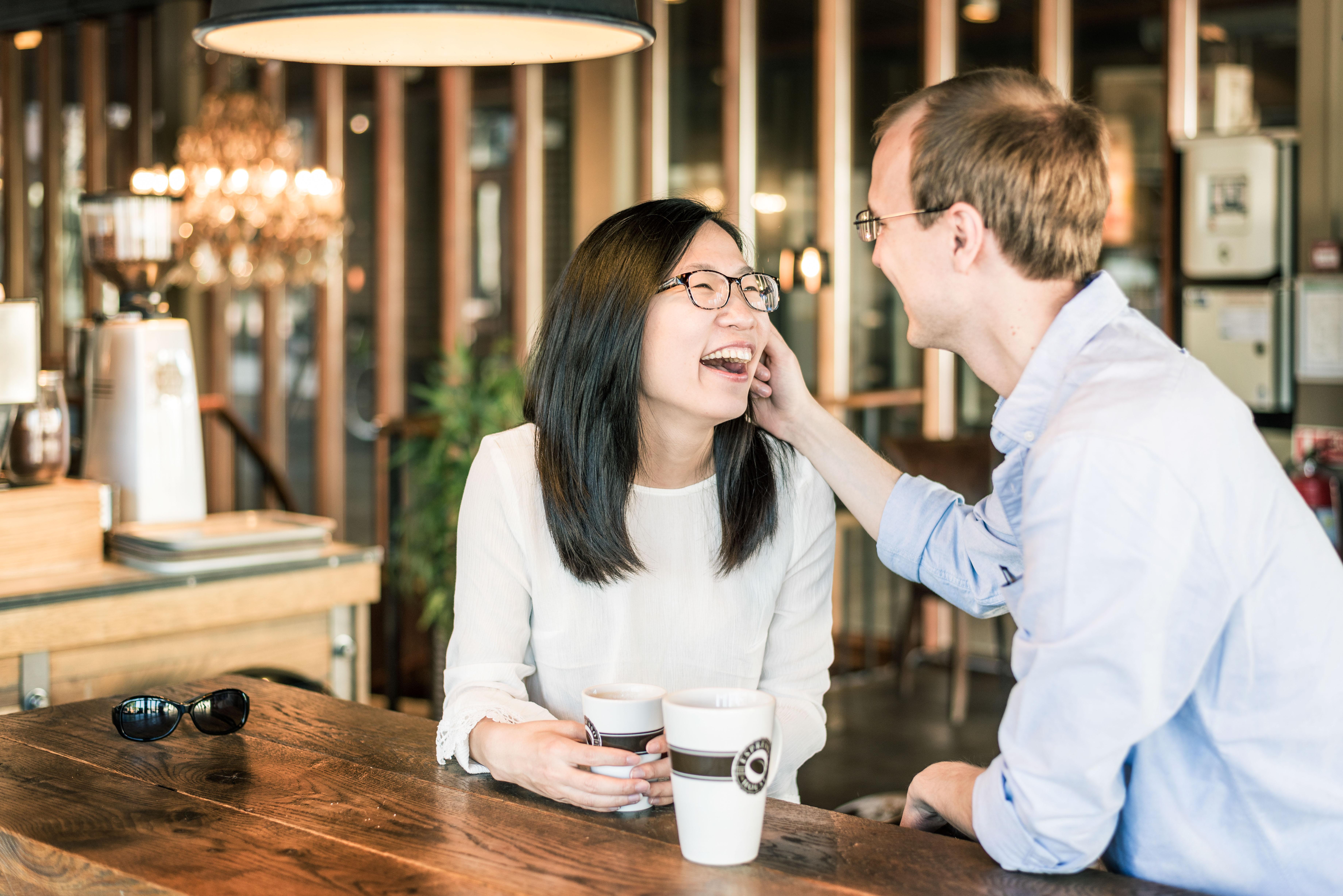 Lifestyle portrait at Café