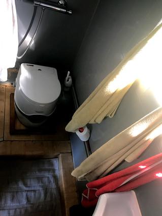 toiletshower01.jpg