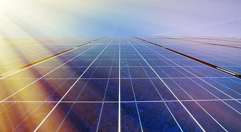 Solar-panels-in-sunlight-471753462_4606x