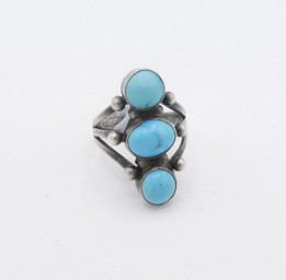 Petite 3 stone ring with silver ball detail