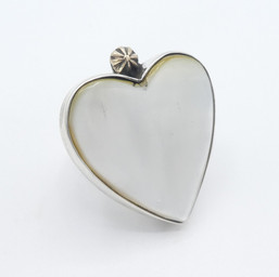 R24 Mother of Pearl heart ring