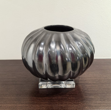 Casa Grande pot with gun metal finish