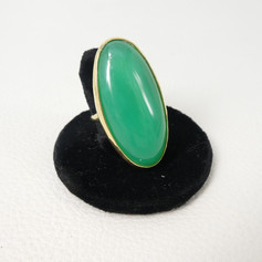 R7. Chrysoprase candy ring 18ct with diamond
