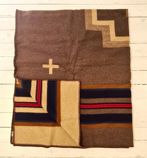 Pendleton 'Shelter Bay' jacquard robe 162x203cm