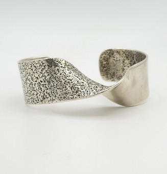 Beautiful sculptural silver twist cuff with smooth and patterned designs by Navajo Cody Sanderson