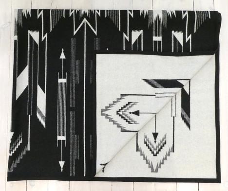 Pendleton 'Tsi Mayoh' wool blanket. 64in x 80in