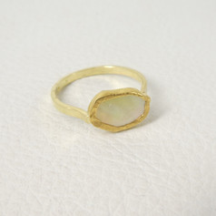 R1. Yellow lip mussel with 22ct bezel and 18ct shank ring