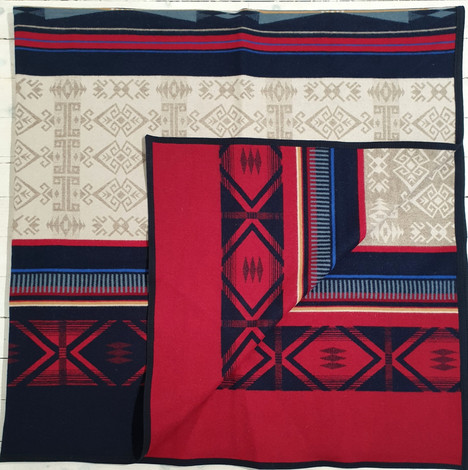 Pendleton blanket 'Big Horn' 90 in x 90 in or 228cm x 228cm. Queen Size