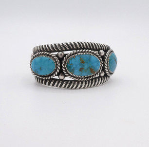 Vintage three set oval turquoise stones and silver detailed cuff