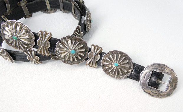Vintage petite conch belt with turquoise detail
