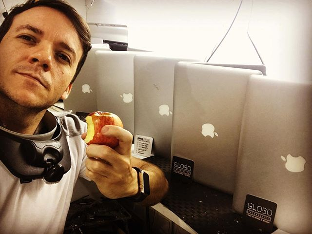 Pausa pro lanche !!! #macbook #macbookai