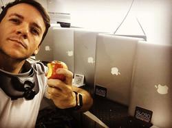 Pausa pro lanche !!! #macbook #macbookai