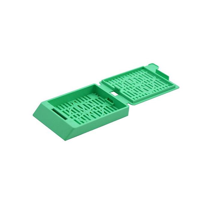 SYSTEM III Beágyazó kazetta - réses  perforációval - zöld (fűzött csomagolás, tintasugaras nyomtatásra)