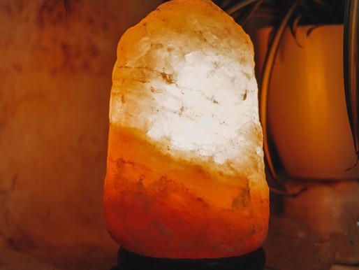 THE BENEFITS OF HIMALAYAN ROCK SALT LAMPS