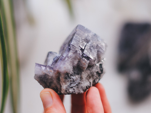 CRYSTALS FOR YOUR LIVING SPACE - MAKE A HOUSE A HOME