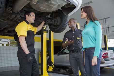 Carro parado: o que fazer para evitar danos?