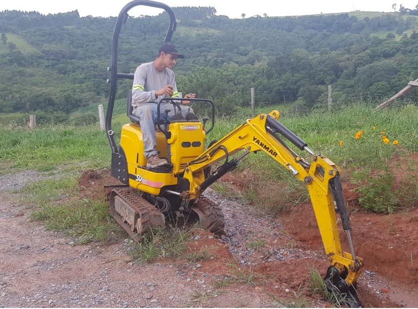 Locação de Mini Escavadeira GOLD