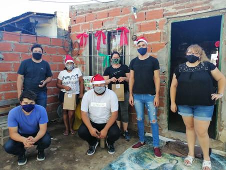 """""""Jóvenes de Campana"""" celebraron la Navidad en La Esperanza"""