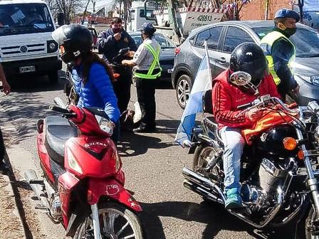 Recuerdan la documentación necesaria para circular en moto y automóviles