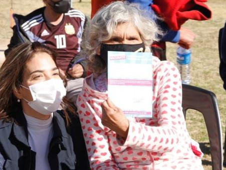 Un centenar de vecinos recibió la vacuna contra el COVID-19 en Las Praderas