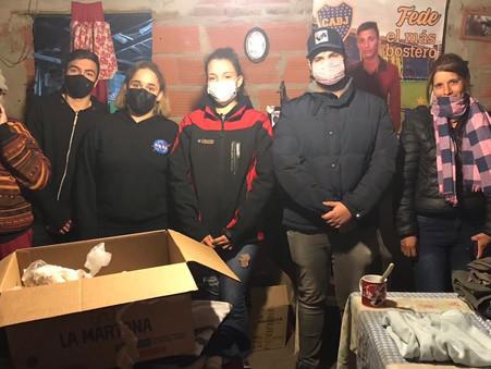 """El """"Ropero solidario"""" de la Juventud Radical llegó al barrio Las Praderas"""