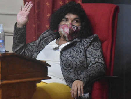Por el día del animal, la concejala Medina homenajeó a su caniche