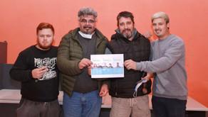 Miembros de la lista de Guillermo Varela entregaron chips a estudiantes del FINES