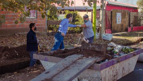 San Jacinto: los trabajos de mejoras continúan con la colocación de escoria en calles