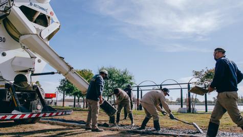 El Municipio construye los senderos internos de la Costanera
