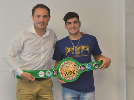Boxeo: tras consagrarse campeón en Chile, Alexis Manderioli fue recibido por Abella