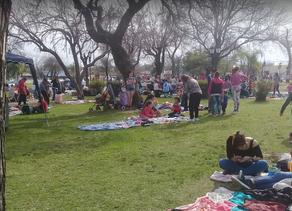Las feriantes de la Plaza 1° de Mayo quieren volver a trabajar