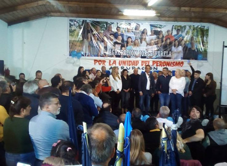 "Rodeada de importantes personalidades, ""Mariu"" Giroldi inauguró su espacio de participación política"
