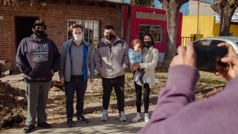Abella se reunió con vecinos del barrio Del Pino para avanzar en la conexión a la red cloacal