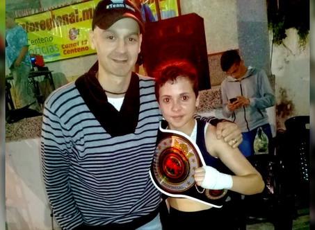Danielita ''Pequeños Puños de Acero'' Sánchez obtuvo su primer título como boxeadora