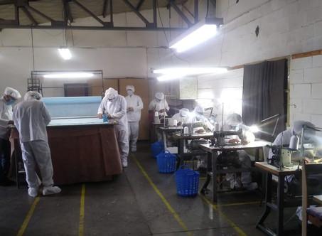 En un mes, casi un centenar de presos bonaerenses fabricaron 85.000 barbijos en 12 talleres textiles