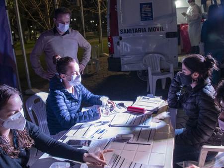 En un operativo nocturno, el Municipio realizó más de 70 hisopados